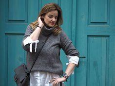 EllaSharlota: BÍLÁ KOŠILE S MAŠLEMI Turtle Neck, Sweaters, Fashion, Moda, Fashion Styles, Sweater, Fashion Illustrations, Sweatshirts, Pullover Sweaters