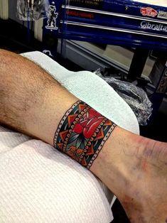 Traditional Tattoo bracelett by Kirk Jones Trendy Tattoos, Sexy Tattoos, Body Art Tattoos, Black Tattoos, Hand Tattoos, Armband Tattoos, Sleeve Tattoos, Tattos, Sanduhr Tattoo Old School