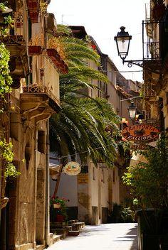 Siracusa-Ortigia, Via del Consiglio Reginale, Sicily.