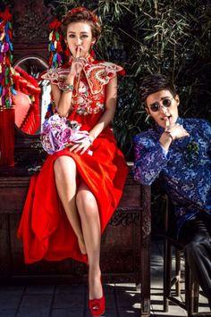 wedding dress red New wedding dresses red couple Ideas Red Wedding Dresses, Wedding Gowns, Chinese Wedding Dresses, Traditional Chinese Wedding, Chinese Style, Chinese Fashion, Oriental Wedding, Pre Wedding Photoshoot, Photoshoot Style