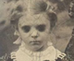 Black-eyed children of Staffordshire, England - mysterious childlike beings seek permission to enter person's abode - Altered Dimensions Paranormal Creepy Old Photos, Cool Photos, Amazing Photos, Black Eyed Kids, Creepy Kids, Creepy Children, Scary, Creepy Ghost, Creepy Art