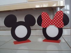 Porta Retrato Mickey e Minnie Mickey E Minnie Mouse, Mickey Mouse Crafts, Minnie Mouse Birthday Decorations, Minnie Mouse 1st Birthday, First Birthday Party Themes, Mickey Party, Disney Cards, Disney Diy, Art Drawings For Kids