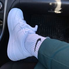 summer date outfits Nike Shoes Air Force, Nike Air Force Ones, Sporty Outfits, Date Outfits, White Sneakers, Shoes Sneakers, Socks Outfit, Clogs, Date Outfit Summer