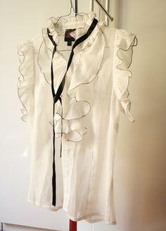 A vendre sur #vinted ! http://www.vinted.fr/femme/blouses-and-chemises/10281056-chemisier-blanc-bebe-ts