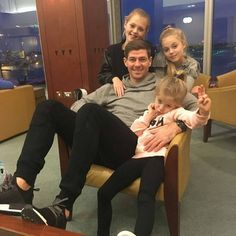 Steven Gerrard / Sonny Gerrard be a Daddy surrounded by three daughters. Steven Gerrard Liverpool, Alex Gerrard, Rangers Football, Rangers Fc, Liverpool Football Club, Liverpool Fc, Stevie G, France Football, Captain Fantastic