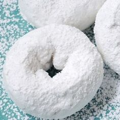 This powdered donut recipe is for a baked donut covered in confectioners' sugar. Powdered Donuts Recipe from Grandmothers Kitchen. Baked Donut Recipes, Baked Doughnuts, Baking Recipes, Bread Recipes, Cookie Recipes, Beignets, Powdered Donuts, Donut Muffins, Sugar Donut