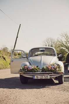 Love this - wedding car decorate with flowers on the bumper! From Rubistyle photography http://www.vintagevinylcds.com/