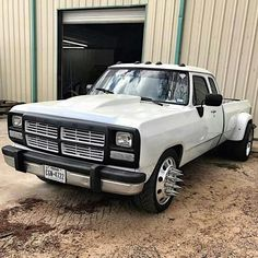 Sweet first gen Dodge Dually, Dodge Pickup, Dually Trucks, Dodge Cummins, Dodge Trucks, Dodge Diesel, Diesel Cars, Diesel Trucks, First Gen Cummins