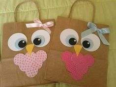 I gathered in this post creative ideas of personalized bags ! Goodie Bags, Gift Bags, Candy Bags, Kids Crafts, Owl Themed Parties, Back To School Gifts, Party In A Box, Party Packs, Homemade Cards