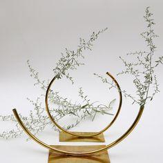 """Cuando un objeto decorativo se transforma en joya. ACV studio (Anna Varendorff Circle Vases) es la marca y nombre de la diseñadora que está detrás de unos preciosos y finísimos """"jarrones"""" que van mucho más lejos de los típicos floreros a los que estamos acostumbrados."""