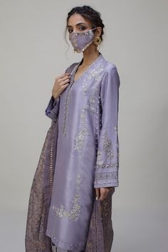 Pakistani Fashion Party Wear, Pakistani Couture, Indian Fashion, Embroidery Suits Punjabi, Kurti Embroidery Design, Simple Pakistani Dresses, Pakistani Dress Design, Indian Designer Outfits, Indian Outfits