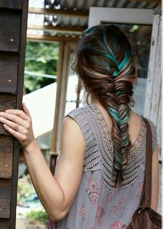 I want to do this so bad with my hair. Unfortunately its a little too short. Love it!!
