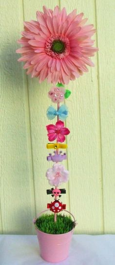 Blooming Daisy Flower Pot Hair Bow Holder (Pink Flower in Pink Flower Pot) Handmade Hair Bow & Hair Clip Holder. Holds around alligator hair clips. Features a 7 silk daisy upon a handpainted wood dowel. Available in 2 colors. Baby Hair Clips, Baby Hair Bows, Craft Show Displays, Craft Show Ideas, Bow Bouquet, Bow Display, Hair Accessories Holder, Handmade Hair Bows, How To Make Bows