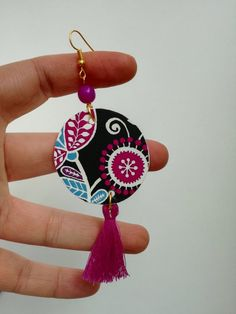 Hanging paper earrings with purple pearl and floral pattern<br /> Diy Clay Earrings, Fabric Earrings, Paper Earrings, Polymer Clay Jewelry, Earrings Handmade, Mandala Jewelry, Textile Jewelry, Fabric Jewelry, Beaded Jewelry