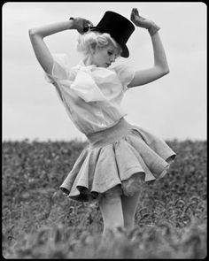 Vintage field dancer