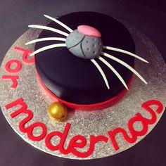 Tarta bigotes de gato/ cat's mustache cake by Sanlicious  https://es-es.facebook.com/sanliciouscakes