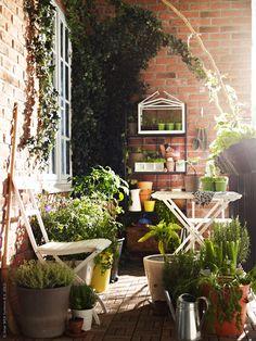 Patio garden ideas from the IKEA blog, via Desde My Ventana blog