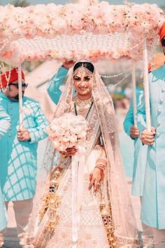 Dreamy Bridal Lehenga every bride-to-be Dreams of you! Indian Bridal Outfits, Indian Bridal Lehenga, Red Lehenga, Lehenga White, Pakistani Lehenga, Floral Lehenga, Lehenga Wedding, Sabyasachi, Pakistani Bridal