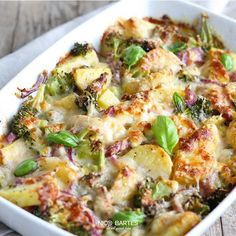 Gesunder Kartoffel-Brokkoli Auflauf mit wenig Kalorien - Fırın yemekleri - Las recetas más prácticas y fáciles Vegan Breakfast Casserole, Vegetarian Casserole, Potato Casserole, Casserole Recipes, Soup Recipes, Healthy Recipes, Healthy Soup, Keto Casserole, Broccoli Casserole