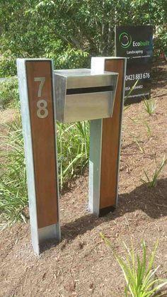 Kortenstahl in Kombination mit poliertem Edelstahl - Briefkasten mit Hausnummer