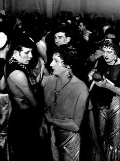 Brassaï, Bal homosexuel au Magic City, 1933