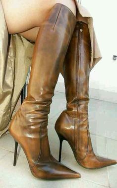 Sexy brown high heel knee boots - I think I had theses boots. I loved them. Thigh High Boots, High Heel Boots, Knee Boots, Heeled Boots, Bootie Boots, Sexy Boots, Cool Boots, Women's Shoes, Hot Shoes