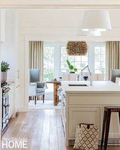 House Tour: Caroline's Chic Hamptons Beach House