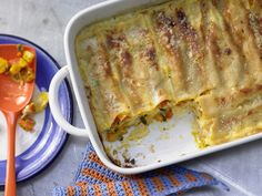 Diese Kürbis-Variante kennt müsst Ihr unbedingt ausprobieren! Kürbis-Cannelloni - mit Kürbiskernen - smarter - Kalorien: 479 Kcal - Zeit: 45 Min. | eatsmarter.de