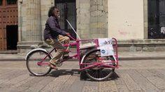 Francisco Toledo, el triciclo, su locura y las letras, salen a la calle
