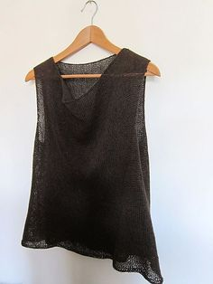 pattern by Julie Weisenberger Ravelry: Project Gallery for Gretel pattern by Julie WeisenbergerRavelry: Project Gallery for Gretel pattern by Julie Weisenberger Summer Knitting, Knitting Yarn, Summer Sweaters, Knitted Tank Top, Top Pattern, Knit Crochet, Knitwear, Knitting Patterns, Couture