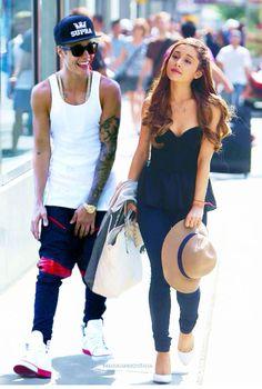 Ariana grande and Justin bieber 👫 Ariana Grande Justin Bieber, Ariana And Justin, Justin Bieber Style, Ariana Grande Pictures, Bae, Dangerous Woman, Queen, Girl Pictures, Selena Gomez