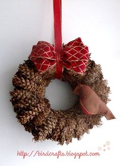 diy wreath- pine cones!