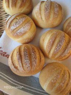 「ミルクパン」 小さくてまん丸なミルクパン。コンデンスミルクの優しい甘みが子供達におおうけでした。