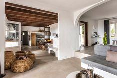 Villa Son Font in Mallorca Bold Living Room, Living Room Decor Tips, Living Room Interior, Living Room Designs, Maison Earthship, Earthship Home, Villa, Ibiza, Deco Boheme