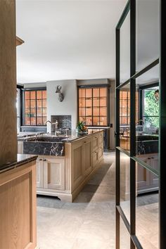 Rijkevorsel landelijk keukenproject | Jones Living Kitchen Interior, Kitchen Design, Classical Kitchen, Bread Kitchen, Custom Cabinetry, Kitchen Reno, My Dream Home, Great Rooms, Exterior Design