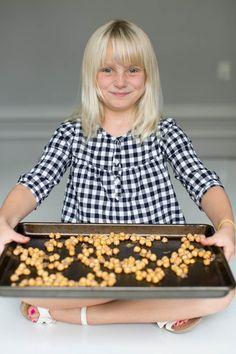 Cinnamon Sugar Roasted Chickpeas | http://helloglow.co/cinnamon-sugar-roasted-chickpeas/