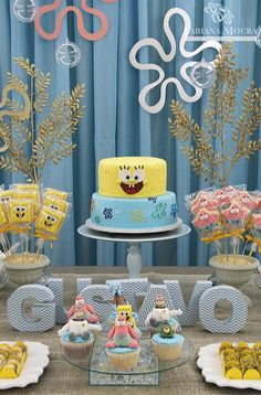 Sponge Bob Birthday Party Styling By – Fabiana Moura Projetos Pesonalizados Brazil Sweets and cakes by – Gabriela Presentes How adorable is this under the sea Sponge Bob SquarePants bi… Birthday Themes For Boys, Baby Birthday, First Birthday Parties, First Birthdays, Birthday Ideas, Spongebob Birthday Party, Spongebob Party Ideas, Cupcakes Flores, Beach Cakes