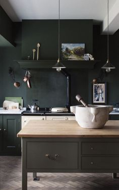 yummy deep green walls paired with grey and wood: So good!
