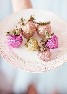 Sparkling strawberries are a treat that guests will by dying to dig in to. 10 Sensational Sparkling Wedding Dessert Ideas