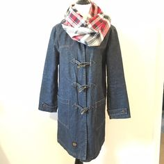 Zara TRF Hooded Dark Wash Denim Duffel Coat Zara TRF dark wash hooded denim duffel coat with horn button closure. Midi length. Generous size medium. In great pre loved condition. Beautiful coat! Fully lined. No known flaws. Color is truest in pics 2,3, & 4. ❌ NO TRADES ❌NO PP ❌NO LOWBALLING ❌ PRICE FIRM UNLESS BUNDLED❗️ Zara Jackets & Coats