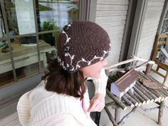 Ravelry: Cardigan Ponytail Hat pattern by Allison Chrien Messy Bun Knitted Hat, Ponytail Hat Knitting Pattern, Knitted Hats, Knitting Patterns Free, Knit Patterns, Free Knitting, Stitch Patterns, Knit Crochet, Crochet Hats