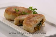 Soya Pattice: Soya granules mixed with boiled potatoes and masalas to make delightful pattice. East Indian Food, Indian Street Food, Indian Snacks, Indian Food Recipes, Ethnic Recipes, Soya Recipe, Holi Recipes, Sanjeev Kapoor, Good Food