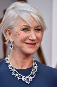 Helen Mirren - Classy Hairstyles For Gray Hair - Photos Sophisticated Hairstyles, Classy Hairstyles, Stylish Haircuts, Hairstyles Over 50, Cool Haircuts, Short Hairstyles For Women, Gray Hairstyles, Short Haircuts, Beautiful Hairstyles