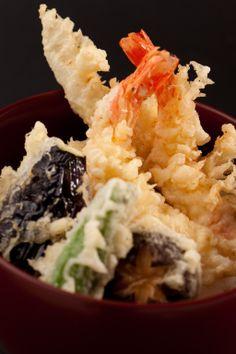 Tempura is one of Japan's representative foods. It uses seasonal vegetables and seafood including shrimp. Tempura is universally popular.