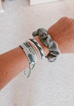 Darling Make Alphabet Friendship Bracelets Ideas. Wonderful Make Alphabet Friendship Bracelets Ideas. Bracelet Fil, Bracelet Crafts, Bracelet Making, Thread Bracelets, Embroidery Bracelets, String Bracelets, Woven Bracelets, Summer Bracelets, Cute Bracelets