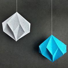 Diy Amazing Room Decor with Paper - Oda Dekoru Yapımı Cd Crafts, Paper Crafts Origami, Origami Wall Art, Cardboard Crafts, Diy Room Decor Videos, Origami Ornaments, Origami Lights, Diy Cadeau Noel, Origami Decoration