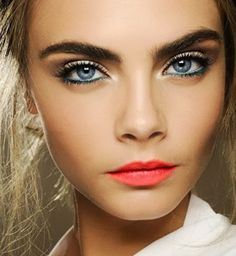 Coral lips and blue eyeliner,lez do it