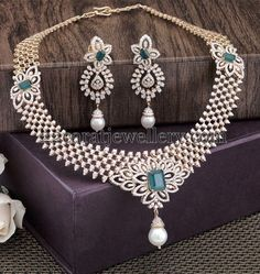 Latest Collection of best Indian Jewellery Designs. Real Gold Jewelry, Indian Jewelry, Fine Jewelry, Gold Jewellery, Jewlery, Diamond Necklace Set, Diamond Jewelry, Necklace Designs, Wedding Jewelry