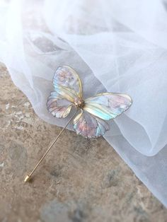 Beautiful Fairy Butterfly Brooch Pin Gold Filled Transparent Wings Resin Kanzashi Japanese Style Unicorn Colours Modern Jewelry – My Wallpapers Page Cute Jewelry, Jewelry Gifts, Jewelry Accessories, Jewelry Design, Fairy Jewelry, Contemporary Jewellery, Modern Jewelry, Diy Accessoires, Resin Jewelry