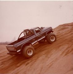 Bigfoot hill climb 1979 Ford Truck, Lifted Chevy Trucks, Ford Pickup Trucks, Big Monster Trucks, Monster Jam, Classic Ford Trucks, Dodge Power Wagon, Old Tractors, Custom Trucks